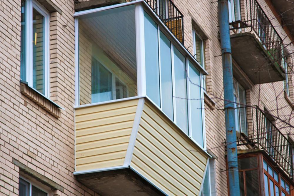 """Вынос балкона - """"окна - гост""""."""