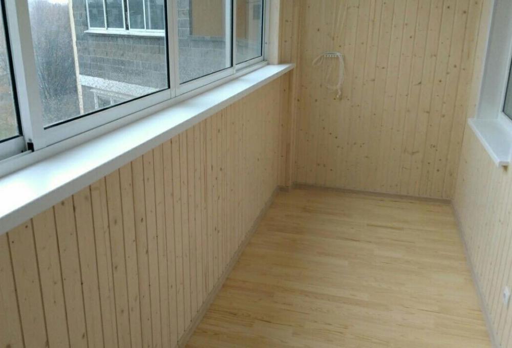 Примеры обшивки вагонкой балконов и лоджий.