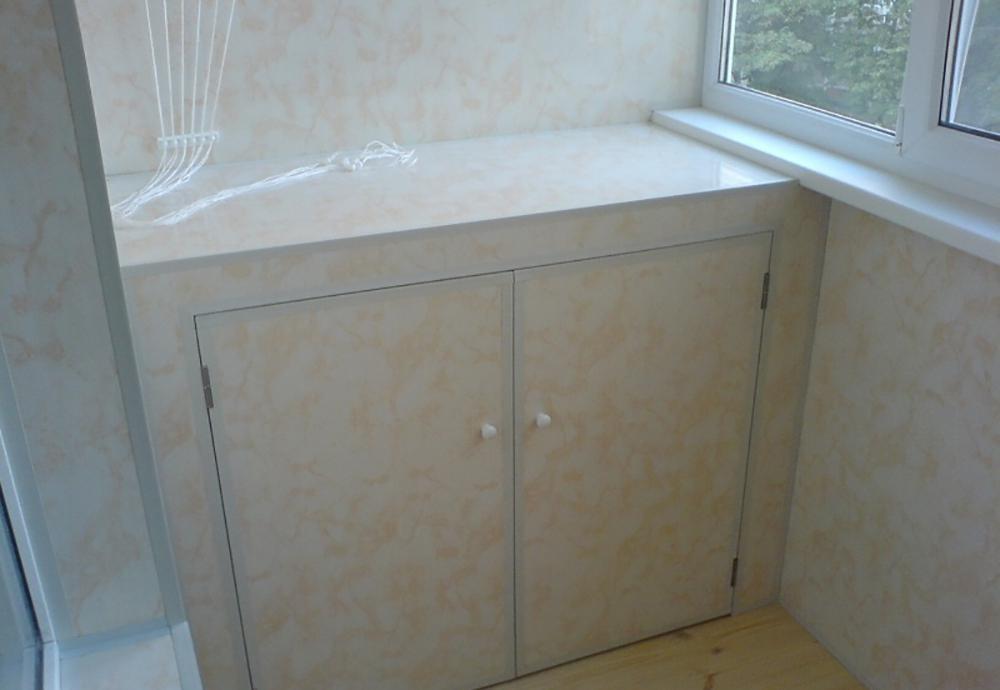 Внутренняя отделка балкона или лоджии. обшивка бесшовной пла.
