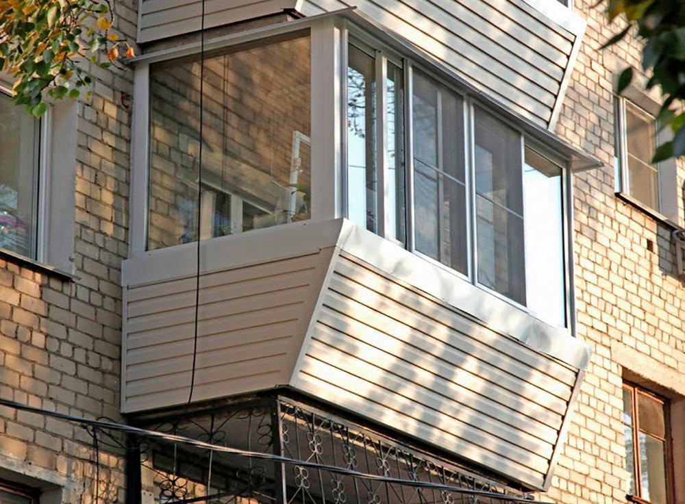 Отделка балконов сайдингом фото.