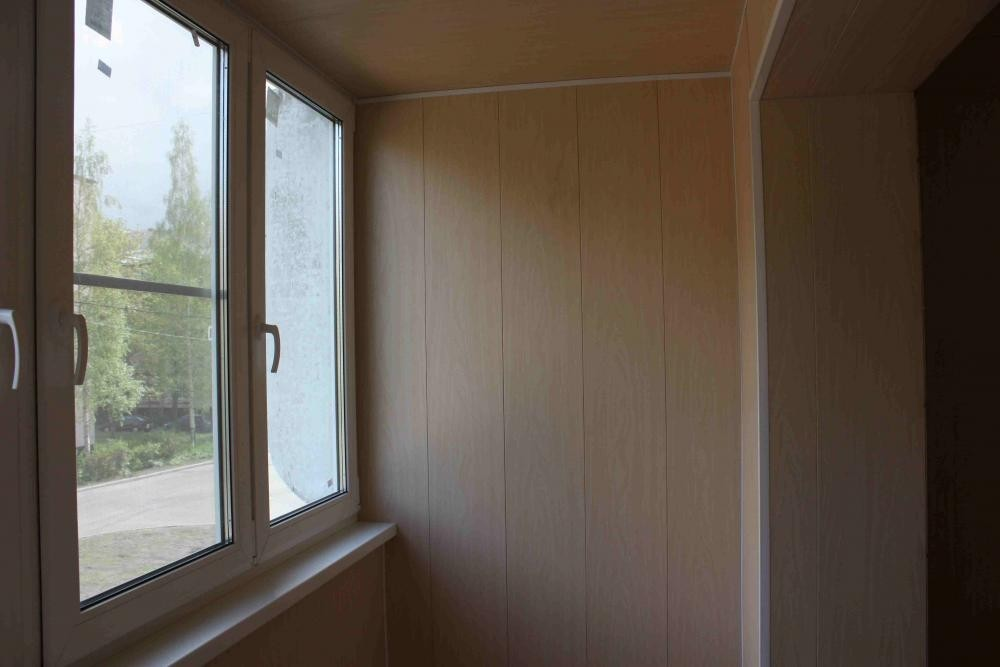 Отделка стеновыми панелями балкона