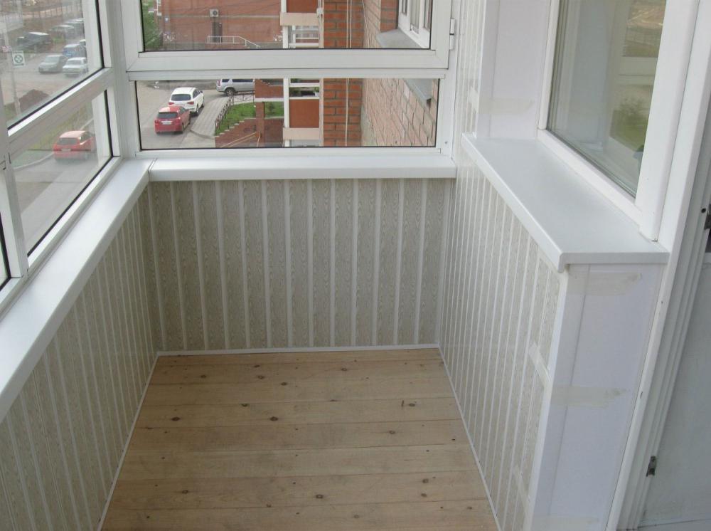 Примеры отделки балконов и лоджий вагонкой.