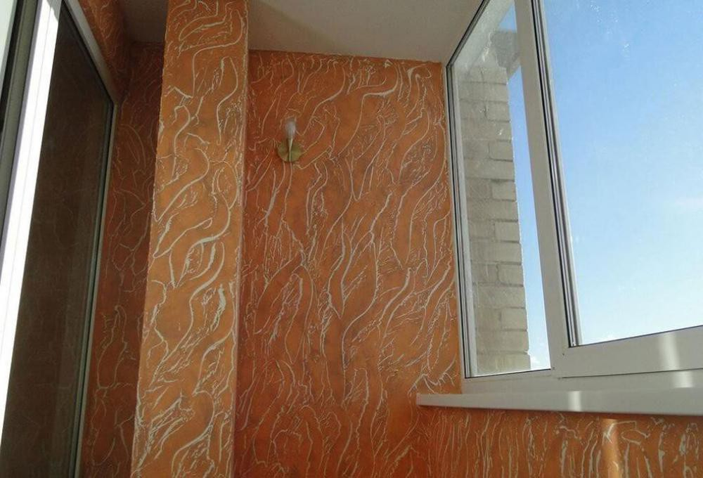 Фото балконов с декоративной штукатуркой.