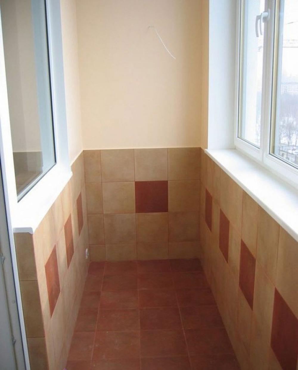 Примеры отделки балконов и лоджий плиткой и камнем.