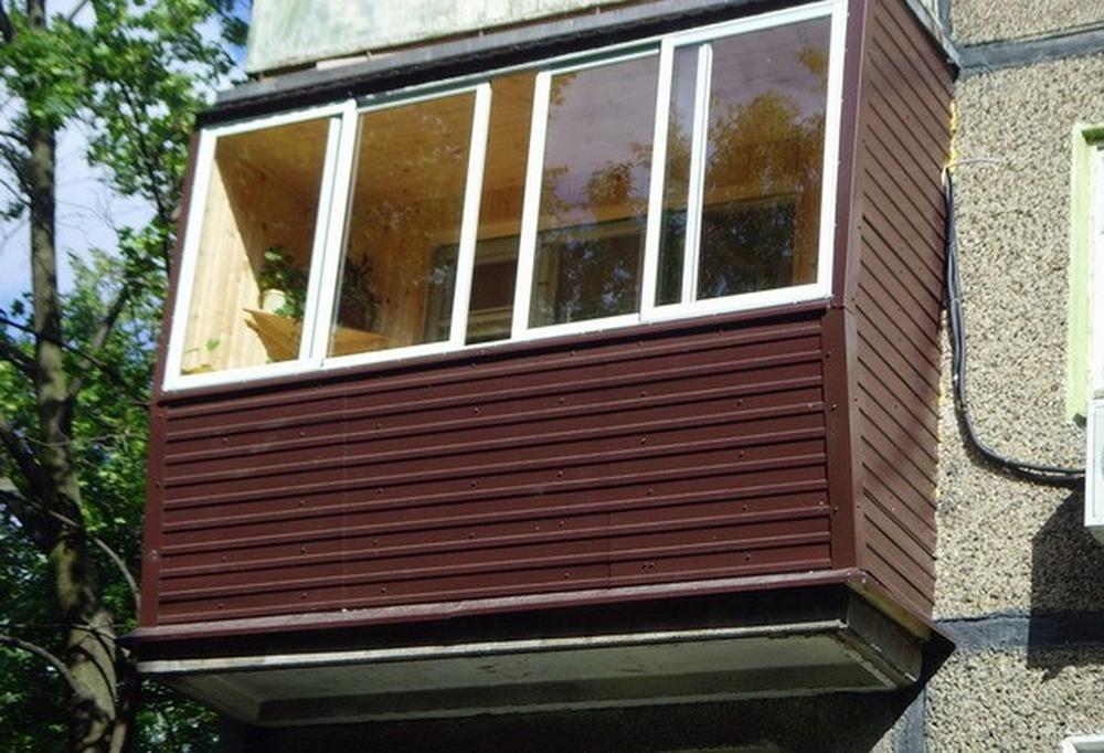 Чем лучше обшить балкон и лоджию внутри и снаружи своими рук.