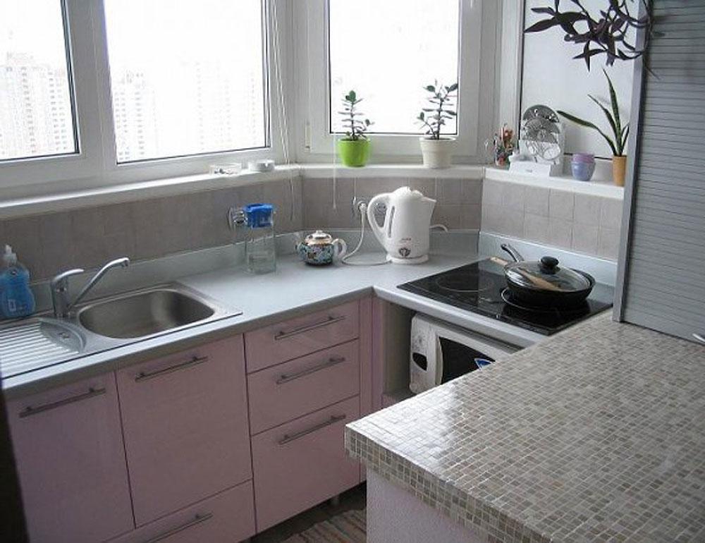 Варианты интерьера маленькой кухни с балконом - 12 фото.