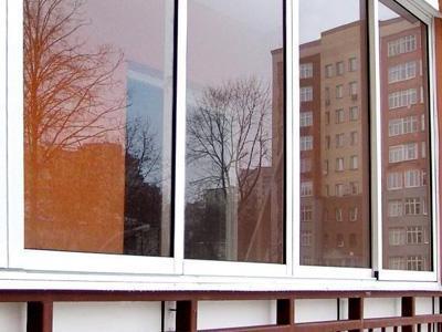 Какие окна лучше ставить на балкон: особенности и производит.
