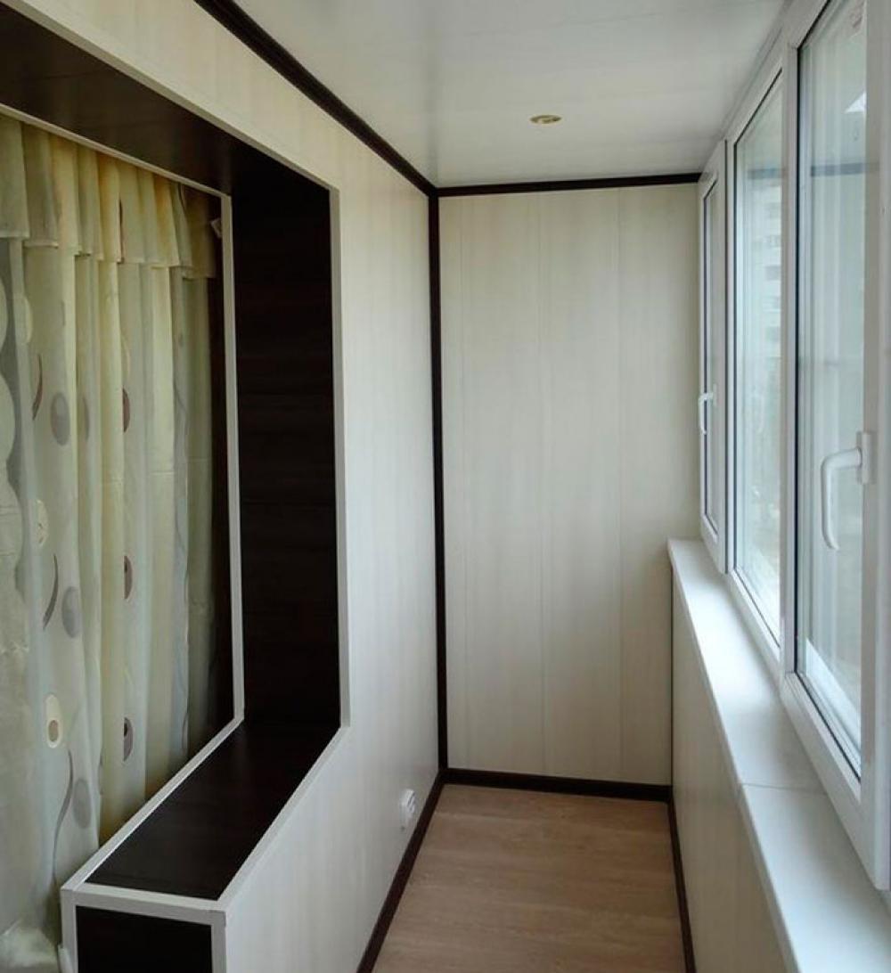 Балкон совмещенный с комнатой отделанный панелями мдф..