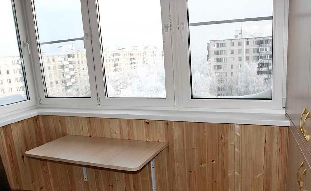 Примеры столов и столиков на балконах и лоджиях.